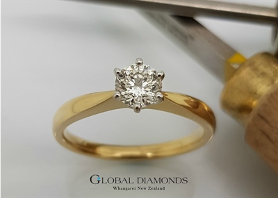 18ct Yellow Gold Six Claw Solitaire Ring