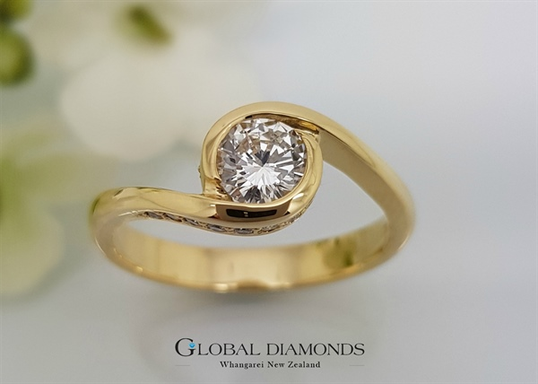 18ct Yellow Gold Crossover Solitaire Diamond Ring