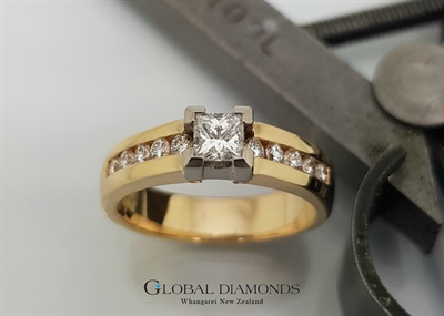 18ct Gold Princess Cut Diamond Ring