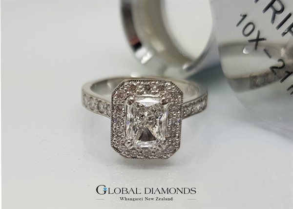 18ct White Gold Radiant Cut Diamond Halo Ring