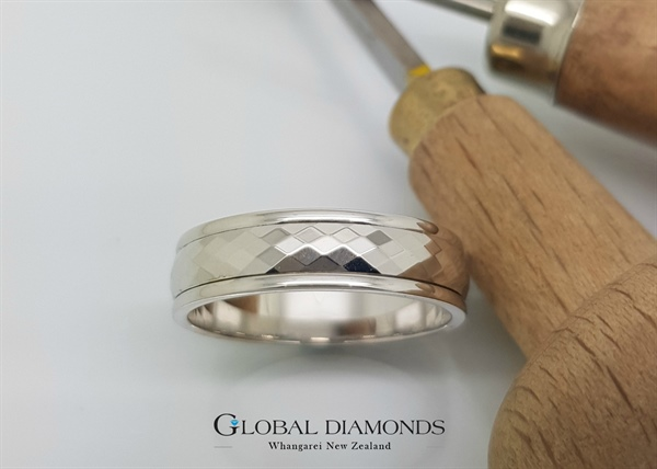 9ct White Gold Diamond Patterned Ring