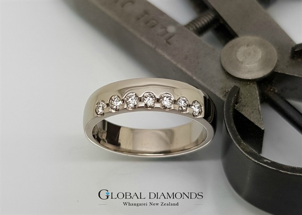 9ct White Gold Diamond Set Ring