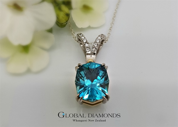9ct and 18ct Two Tone Blue Zircon Pendant