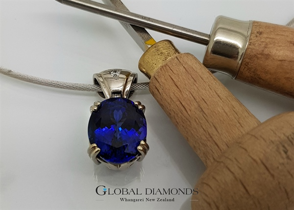 18ct white gold tanzanite pendant mozeypictures Gallery