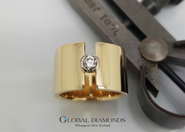 9ct Yellow Gold Round Brilliant Diamond Dress Ring