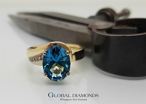 9ct Yellow and White Gold London Blue Topaz Ring