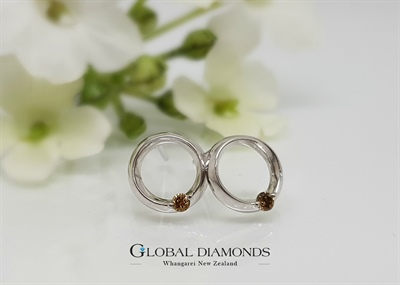 9ct white gold circle studs featuring champagne diamonds