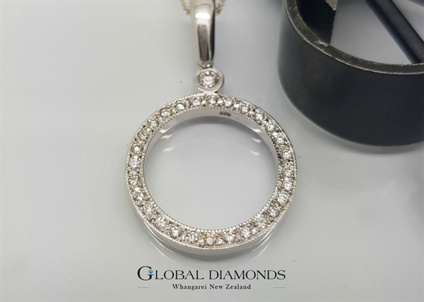 9ct White Gold Diamond Set Circle Pendant