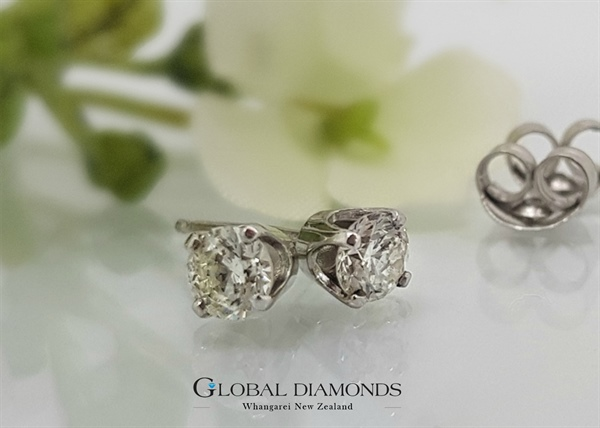 9ct white Gold Four Claw Diamond Stud Earrings