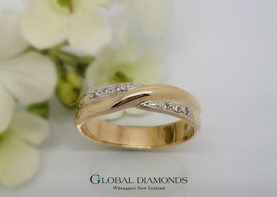 9ct Yellow Gold Bead Set Cross Over Ring.