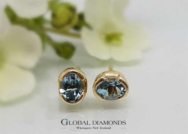 9ct Yellow Gold Blue Topaz Stud Earrings